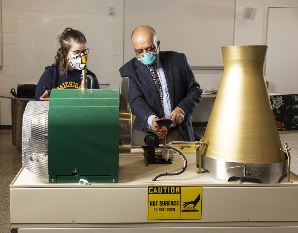 Professor and student working in Murchie Science Building lab
